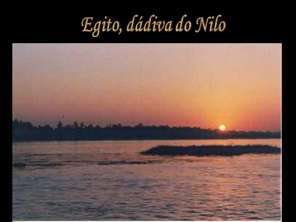 Egito, dádiva do Nilo A civilização egípcia se desenvolveu às margens do Rio Nilo, ao norte do continente africano.