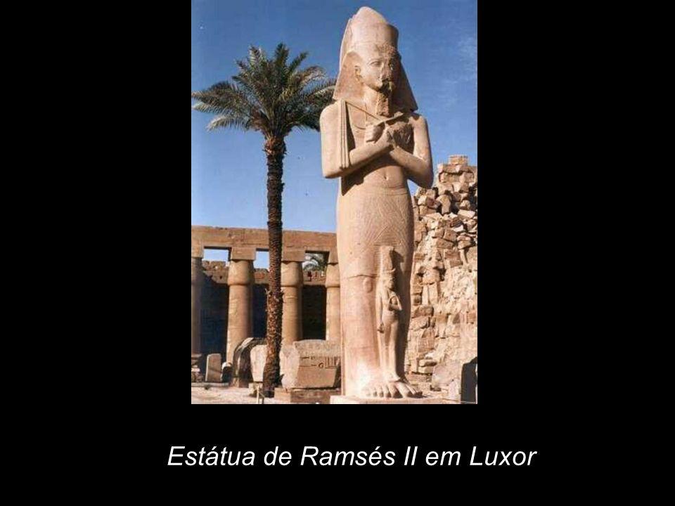 Estátua de Ramsés II em Luxor