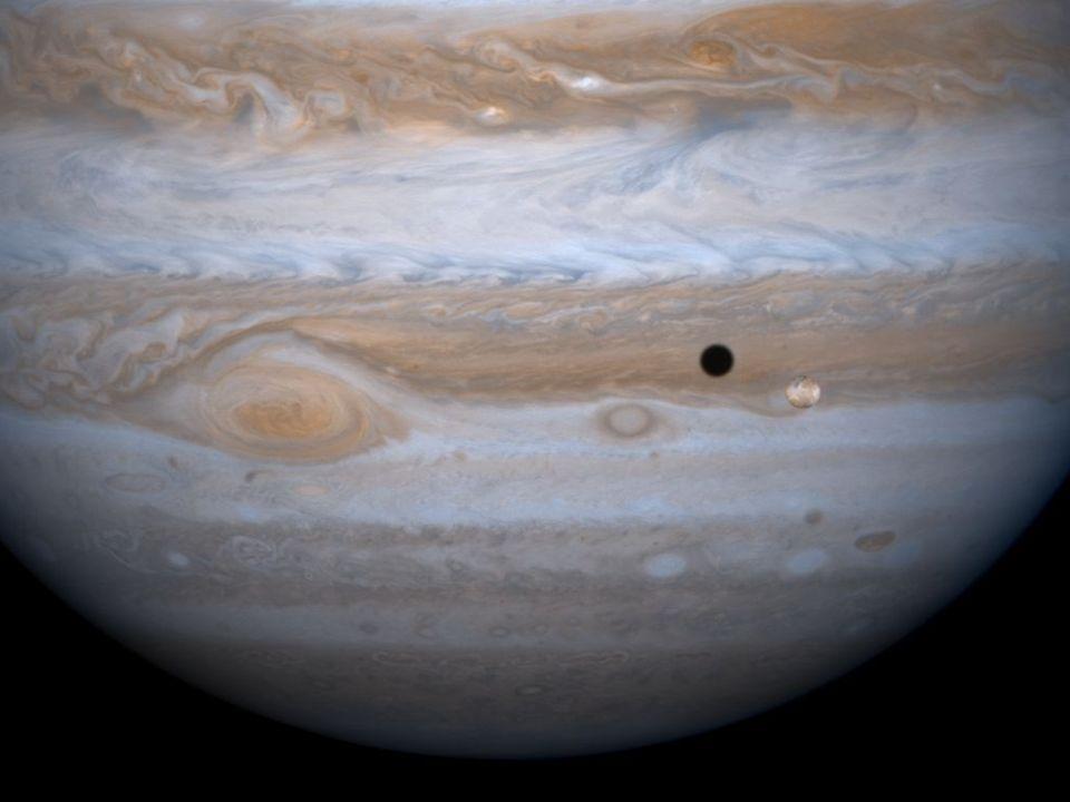 http://www.ccvalg.pt/astronomia/sistema_solar/jupiter/jupiter_io.jpg