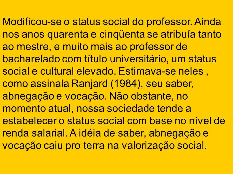 Modificou-se o status social do professor