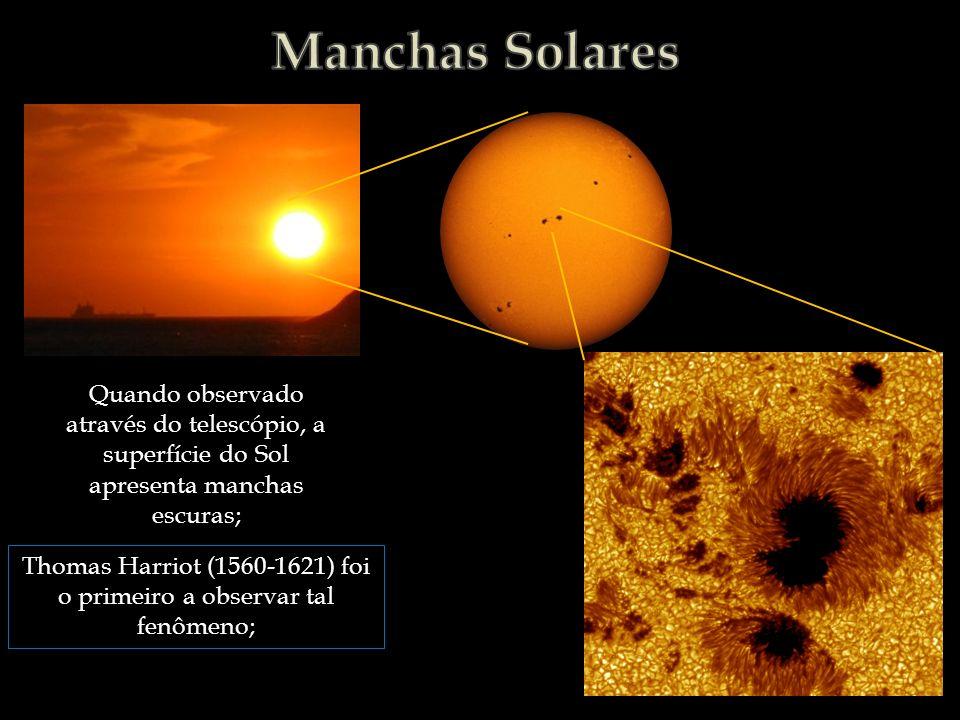 Thomas Harriot (1560-1621) foi o primeiro a observar tal fenômeno;