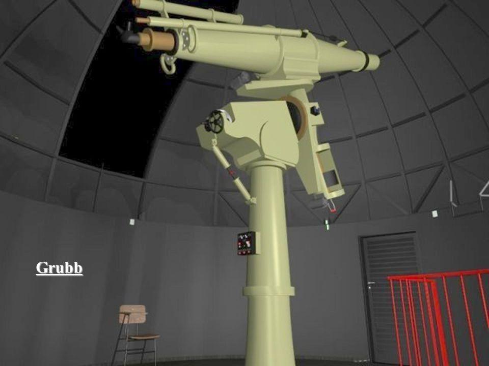 Essa é a luneta Grubb, principal instrumento do Centro de Divulgação da Astronomia. Ela tem 3 metros de distância focal e sua lente objetiva tem 20 cm de diâmetro. Foi doada pelo Instituto Astronômico e Geofísico, IAG, da Universidade de São Paulo.