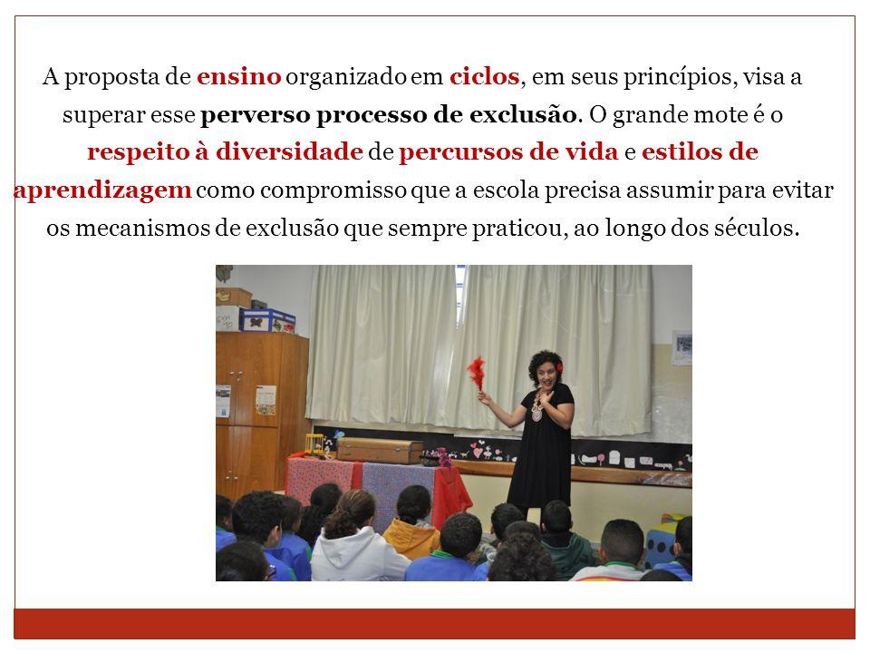 A proposta de ensino organizado em ciclos, em seus princípios, visa a superar esse perverso processo de exclusão.