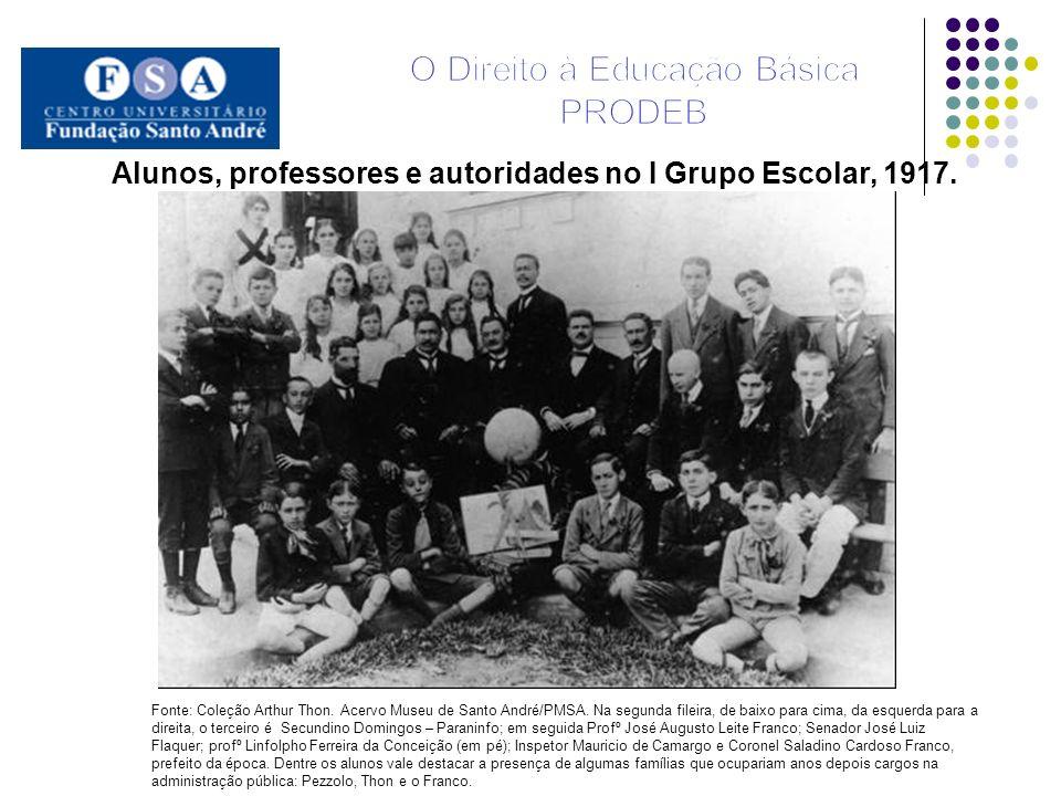 Alunos, professores e autoridades no I Grupo Escolar, 1917.