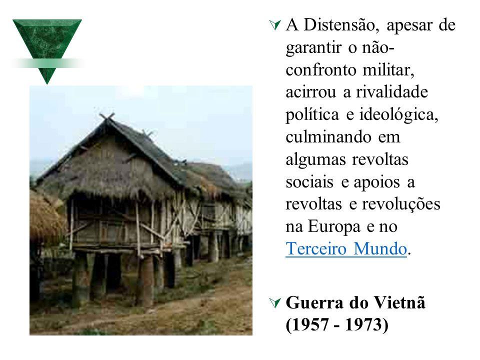 A Distensão, apesar de garantir o não-confronto militar, acirrou a rivalidade política e ideológica, culminando em algumas revoltas sociais e apoios a revoltas e revoluções na Europa e no Terceiro Mundo.