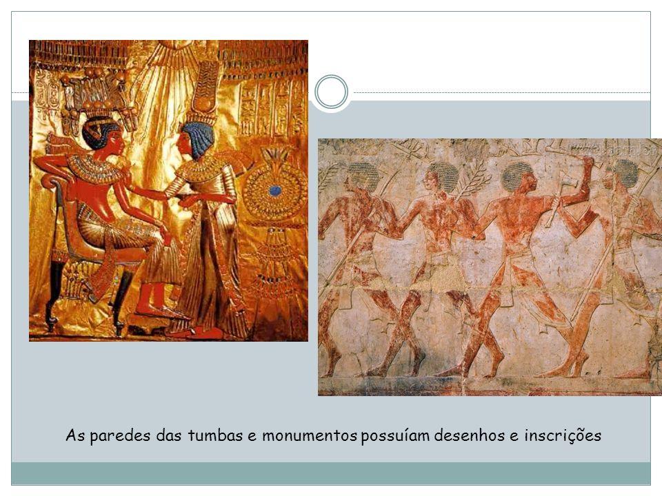 As paredes das tumbas e monumentos possuíam desenhos e inscrições