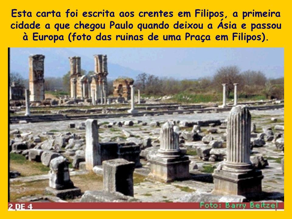 Esta carta foi escrita aos crentes em Filipos, a primeira cidade a que chegou Paulo quando deixou a Ásia e passou à Europa (foto das ruinas de uma Praça em Filipos).