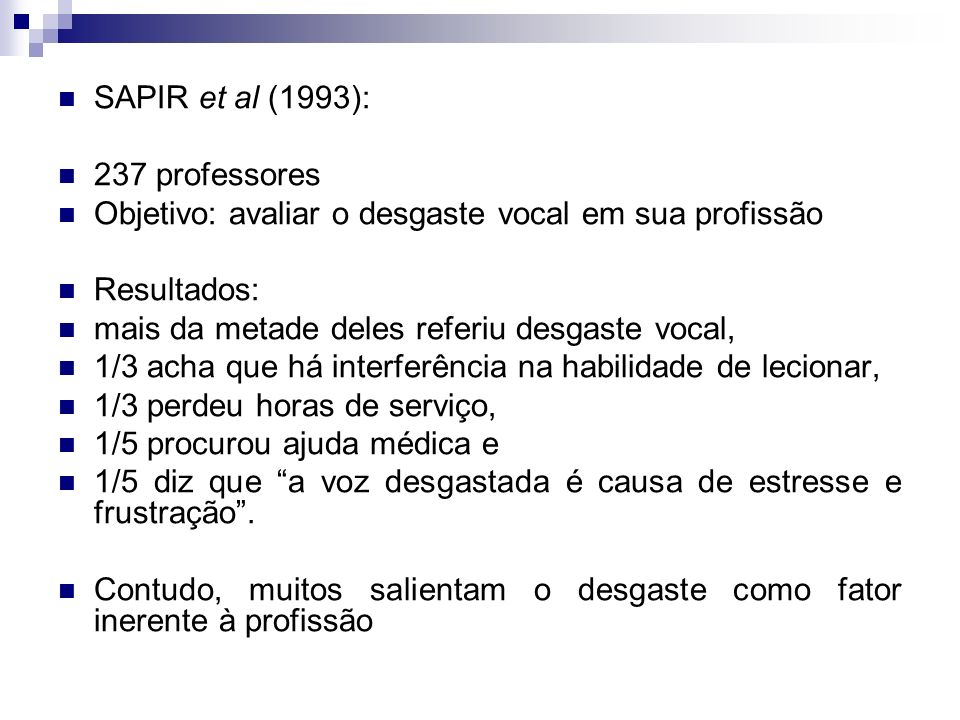 SAPIR et al (1993):237 professores. Objetivo: avaliar o desgaste vocal em sua profissão. Resultados: