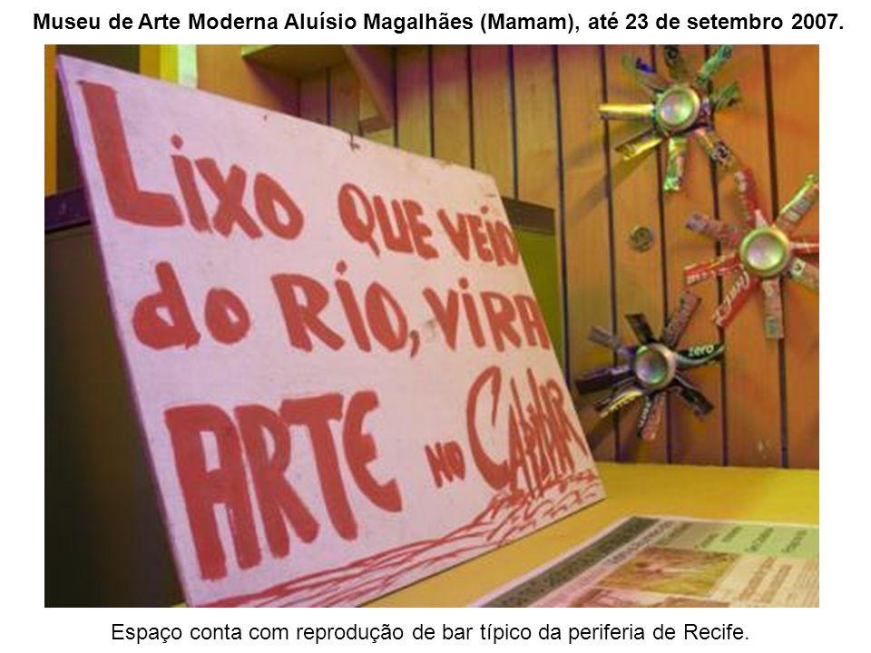 Espaço conta com reprodução de bar típico da periferia de Recife.