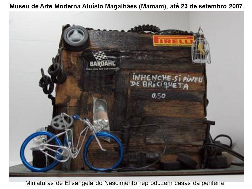 Miniaturas de Elisangela do Nascimento reproduzem casas da periferia