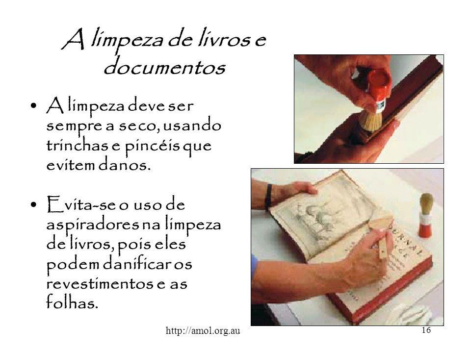 A limpeza de livros e documentos