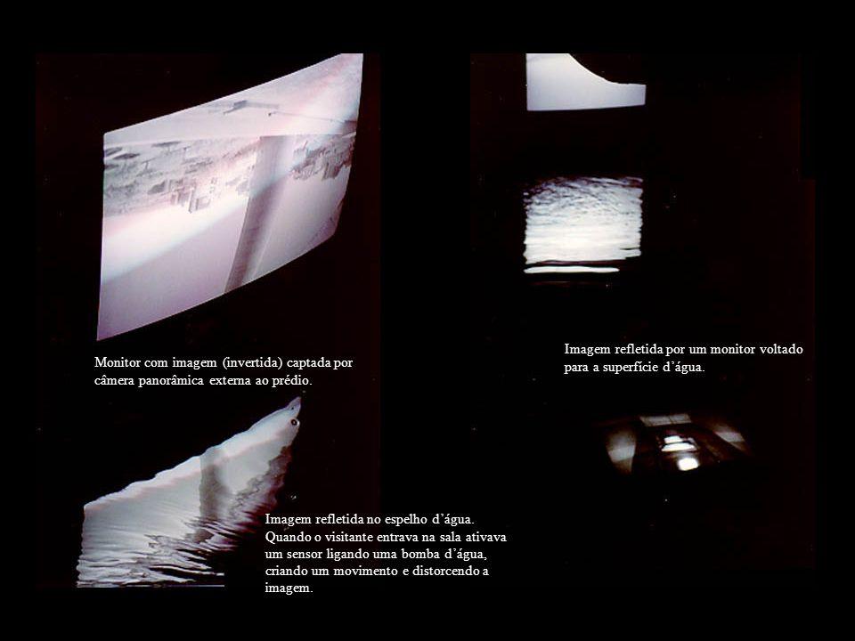 Imagem refletida por um monitor voltado para a superfície d'água.
