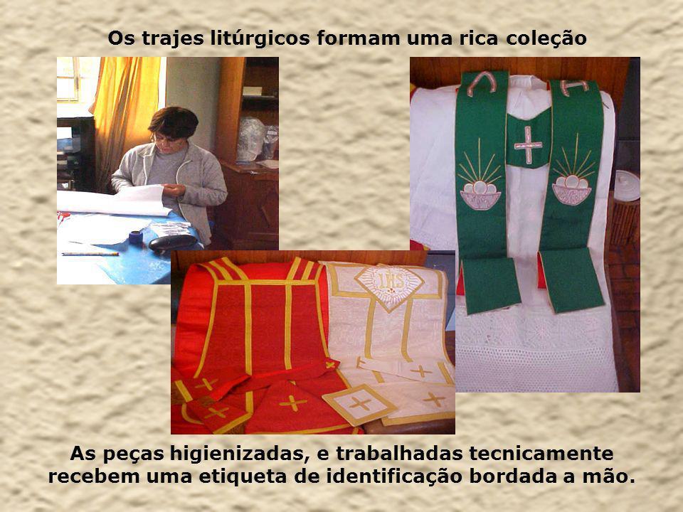 Os trajes litúrgicos formam uma rica coleção