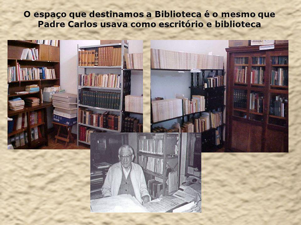 O espaço que destinamos a Biblioteca é o mesmo que Padre Carlos usava como escritório e biblioteca