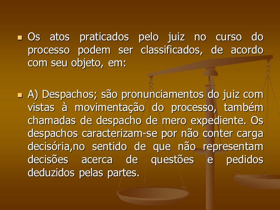 Os atos praticados pelo juiz no curso do processo podem ser classificados, de acordo com seu objeto, em: