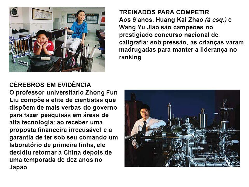 TREINADOS PARA COMPETIR Aos 9 anos, Huang Kai Zhao (à esq