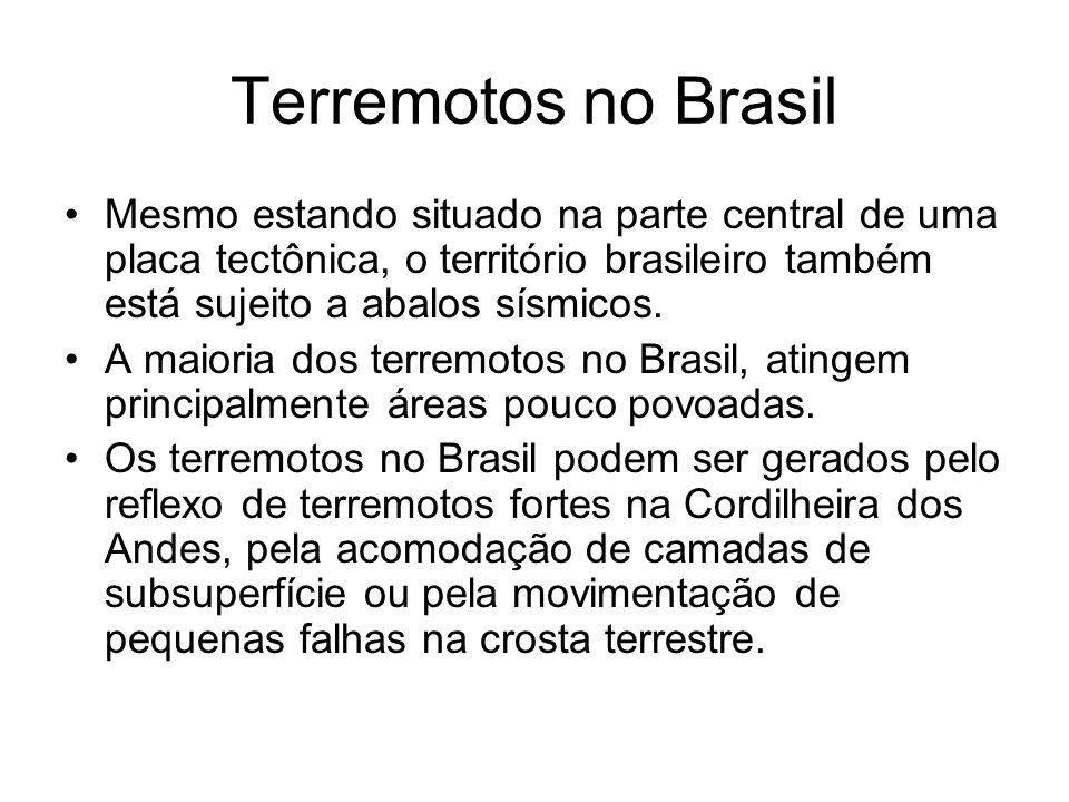Terremotos no Brasil Mesmo estando situado na parte central de uma placa tectônica, o território brasileiro também está sujeito a abalos sísmicos.