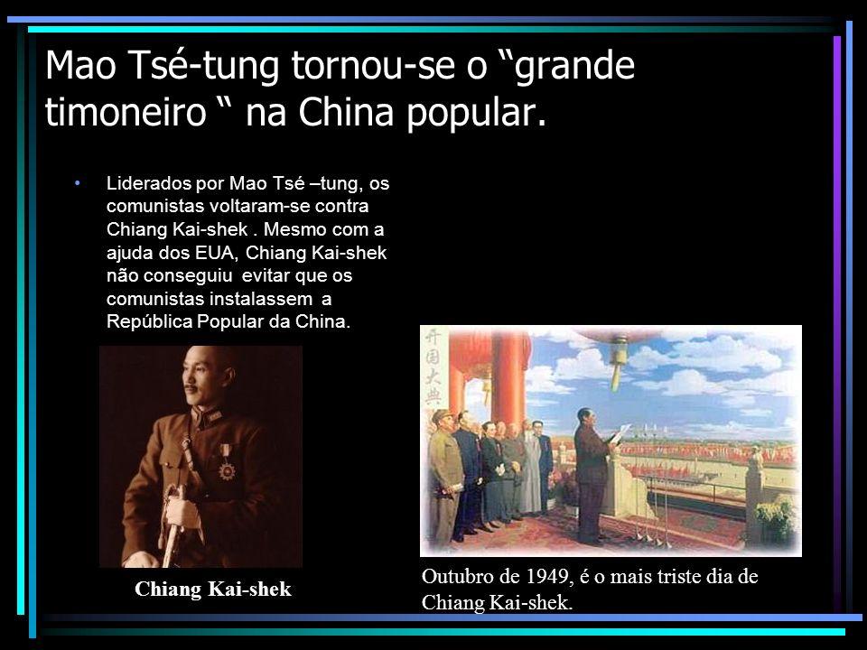 Mao Tsé-tung tornou-se o grande timoneiro na China popular.