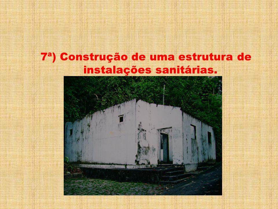 7ª) Construção de uma estrutura de instalações sanitárias.