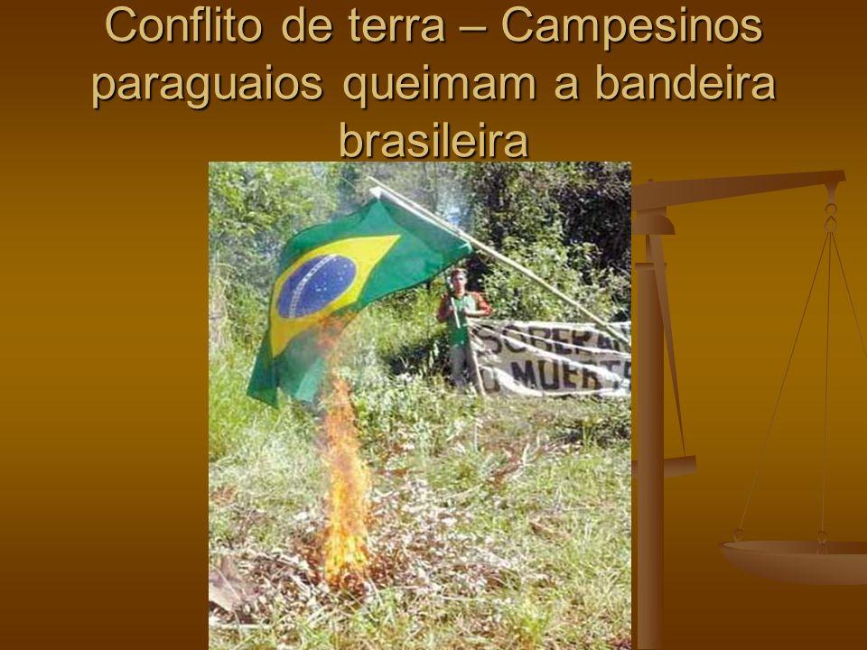 Conflito de terra – Campesinos paraguaios queimam a bandeira brasileira