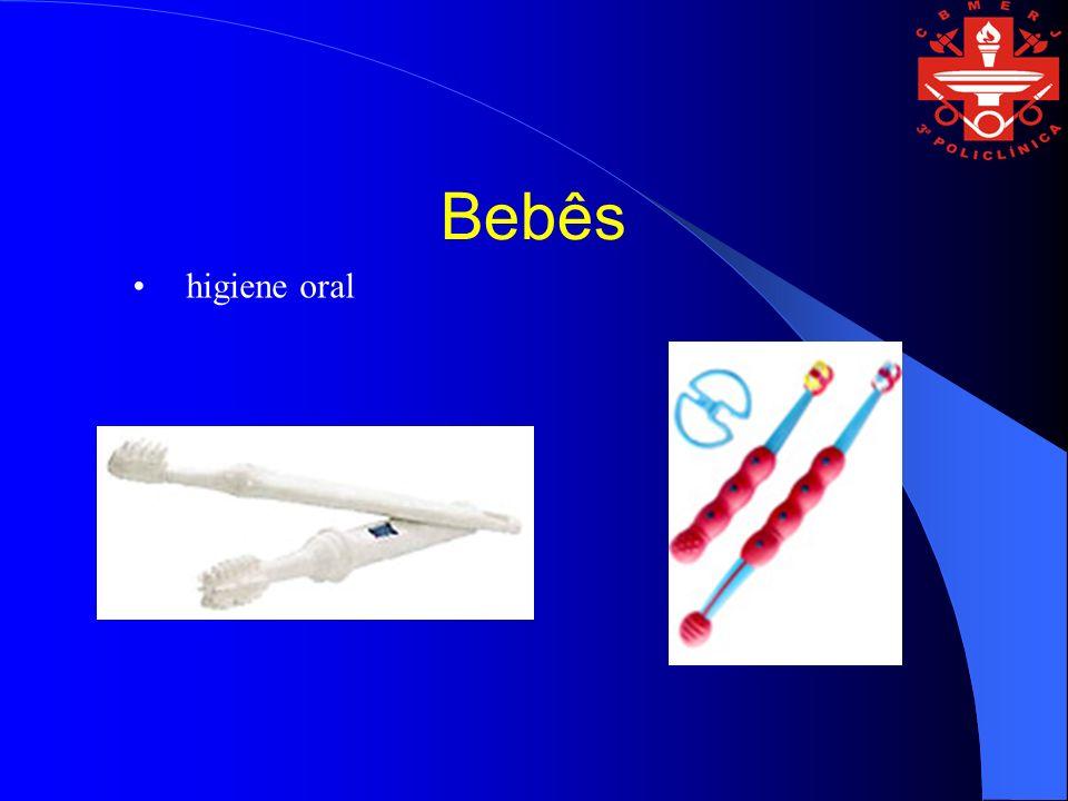 Bebês higiene oral