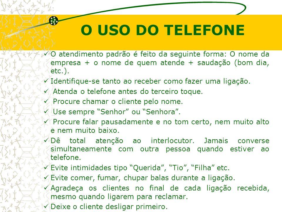 O USO DO TELEFONE O atendimento padrão é feito da seguinte forma: O nome da empresa + o nome de quem atende + saudação (bom dia, etc.).