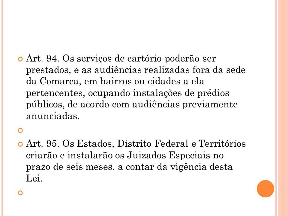 Art. 94. Os serviços de cartório poderão ser prestados, e as audiências realizadas fora da sede da Comarca, em bairros ou cidades a ela pertencentes, ocupando instalações de prédios públicos, de acordo com audiências previamente anunciadas.