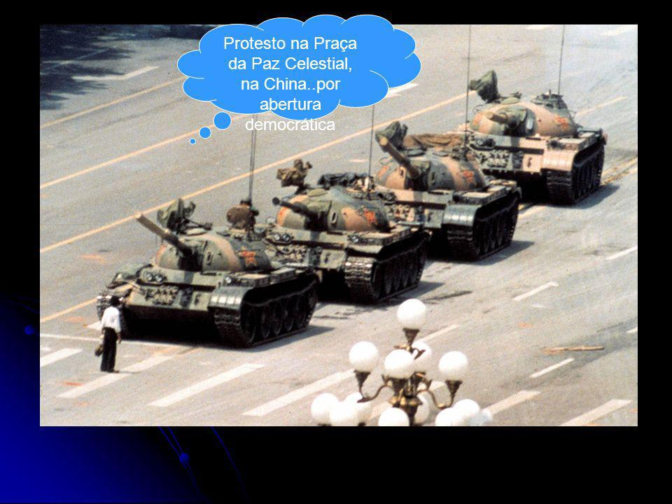 Protesto na Praça da Paz Celestial, na China..por abertura democrática