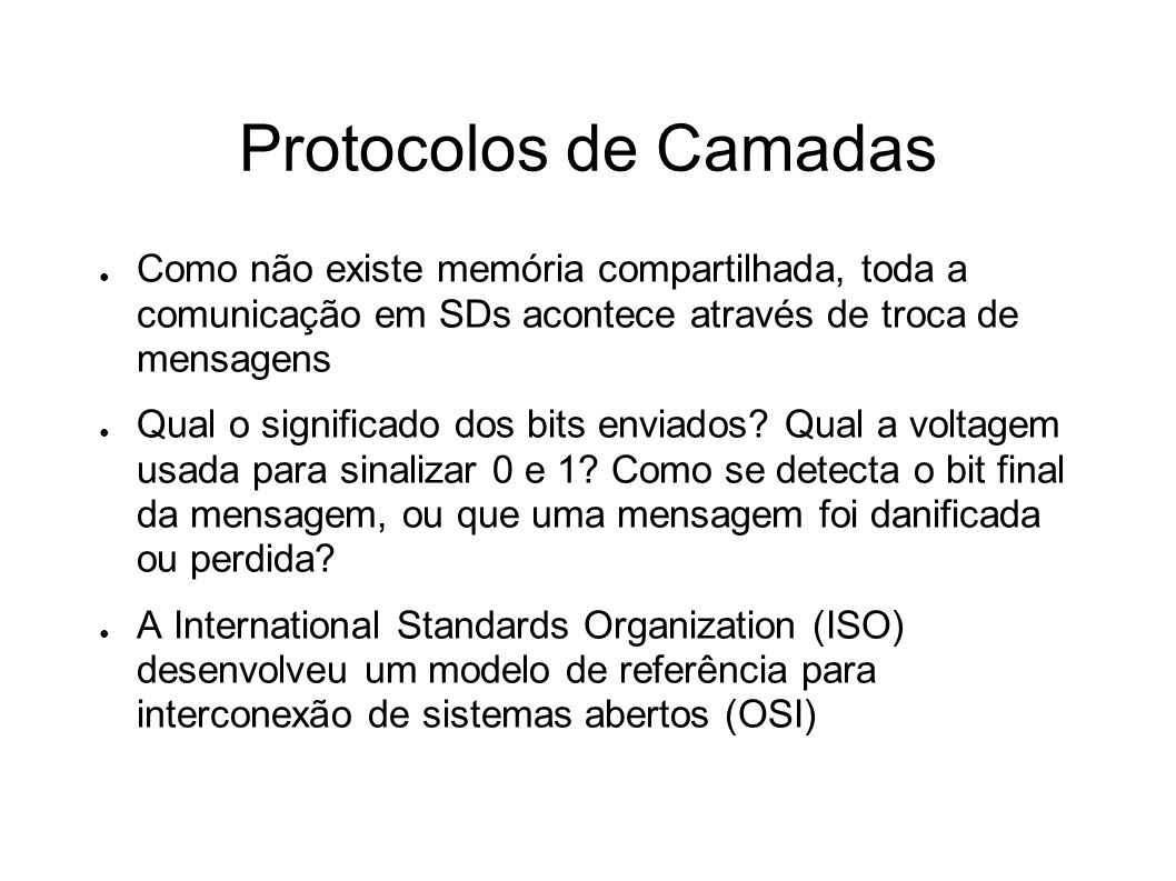 Protocolos de Camadas Como não existe memória compartilhada, toda a comunicação em SDs acontece através de troca de mensagens.