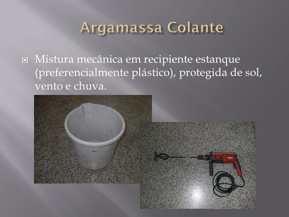 Argamassa Colante Mistura mecânica em recipiente estanque (preferencialmente plástico), protegida de sol, vento e chuva.