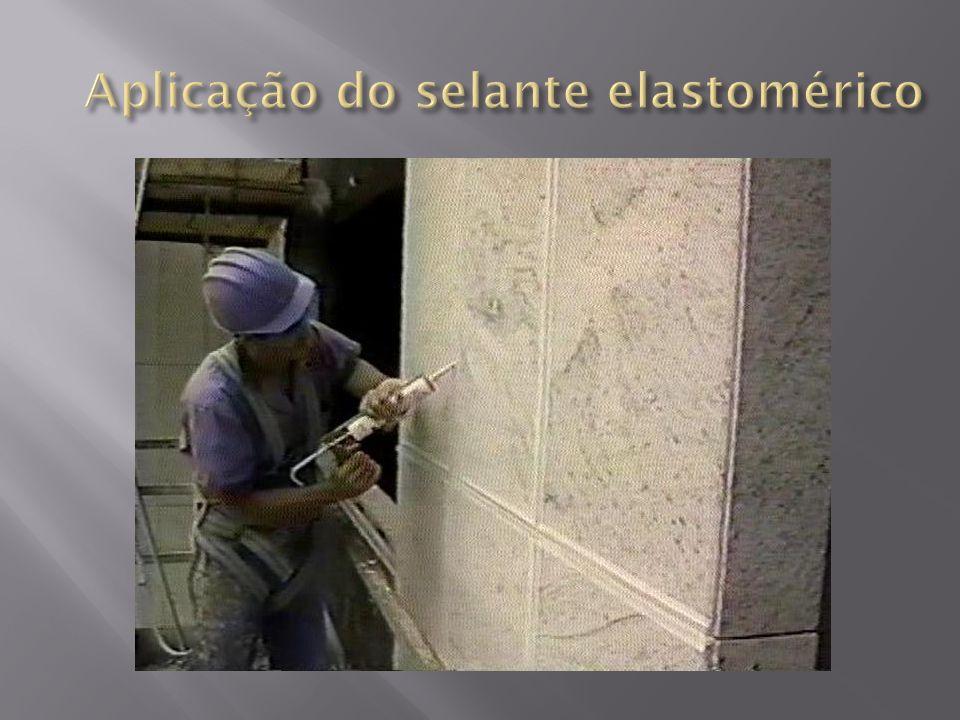 Aplicação do selante elastomérico