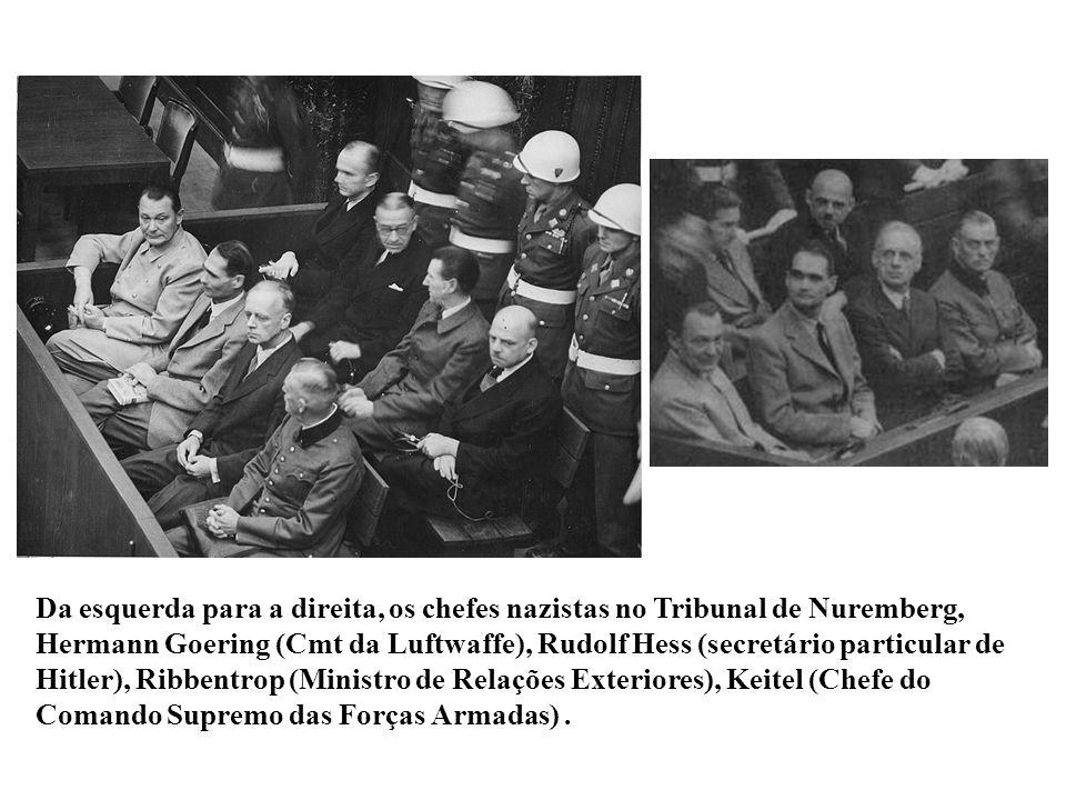Da esquerda para a direita, os chefes nazistas no Tribunal de Nuremberg, Hermann Goering (Cmt da Luftwaffe), Rudolf Hess (secretário particular de Hitler), Ribbentrop (Ministro de Relações Exteriores), Keitel (Chefe do Comando Supremo das Forças Armadas) .