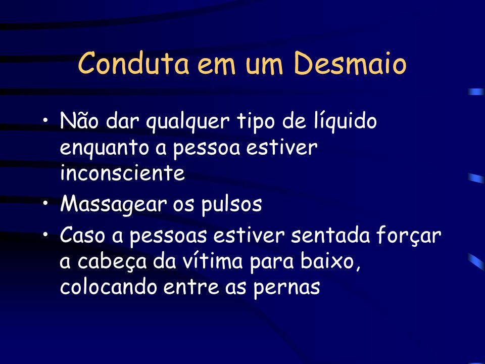 Conduta em um DesmaioNão dar qualquer tipo de líquido enquanto a pessoa estiver inconsciente. Massagear os pulsos.