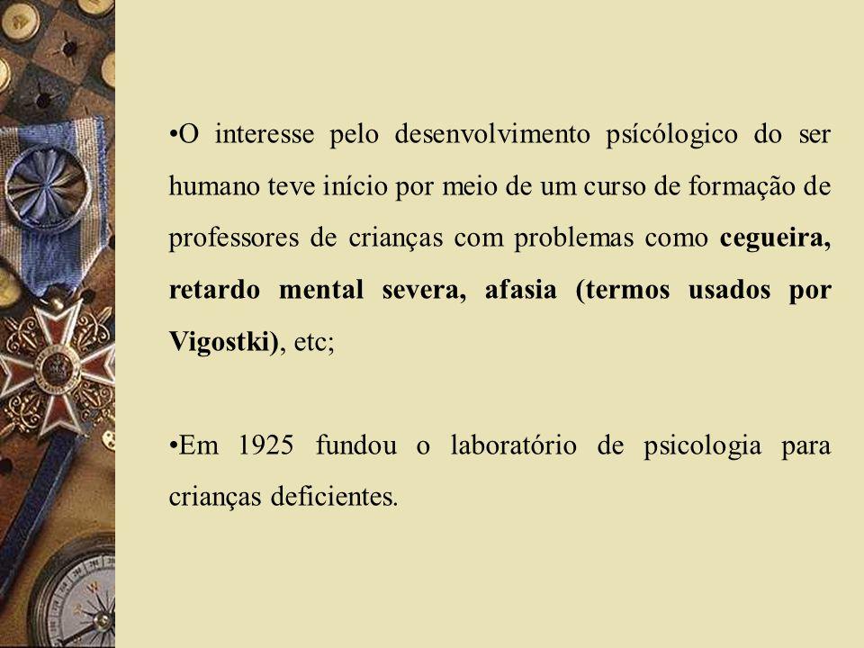 O interesse pelo desenvolvimento psícólogico do ser humano teve início por meio de um curso de formação de professores de crianças com problemas como cegueira, retardo mental severa, afasia (termos usados por Vigostki), etc;