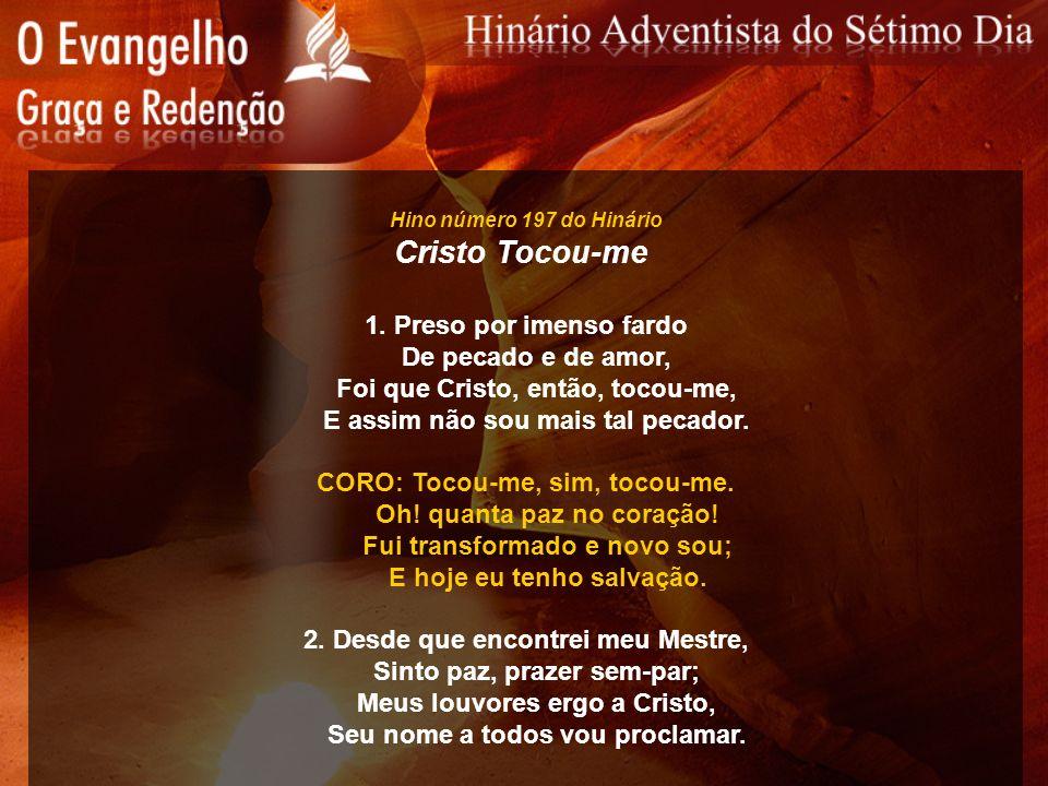 Cristo Tocou-me 1. Preso por imenso fardo De pecado e de amor,
