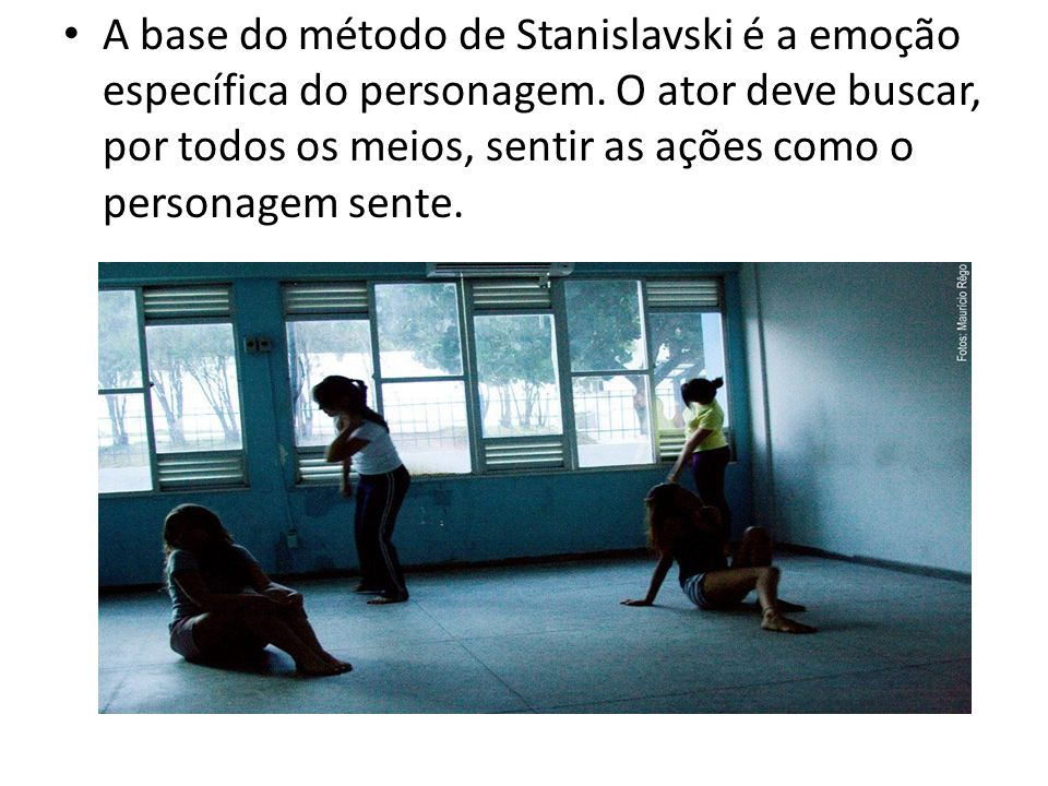 A base do método de Stanislavski é a emoção específica do personagem