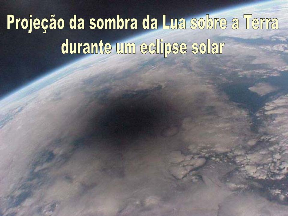 Projeção da sombra da Lua sobre a Terra durante um eclipse solar