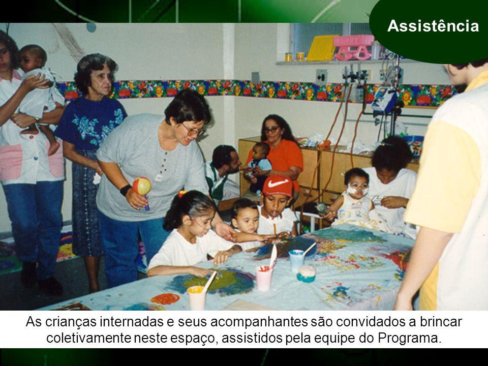 Assistência As crianças internadas e seus acompanhantes são convidados a brincar coletivamente neste espaço, assistidos pela equipe do Programa.
