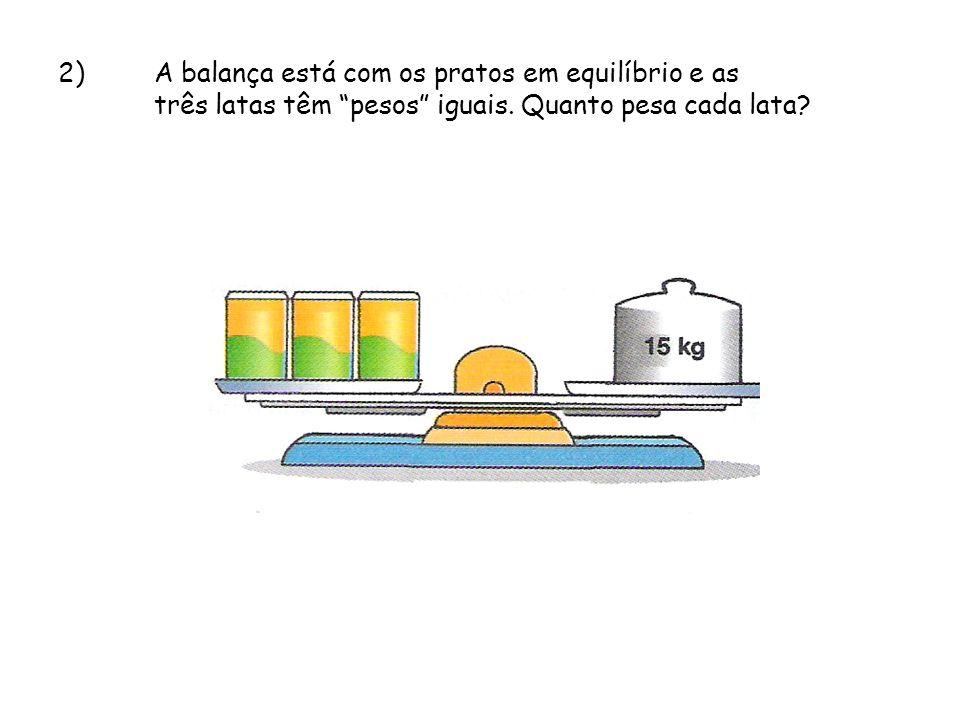 2). A balança está com os pratos em equilíbrio e as