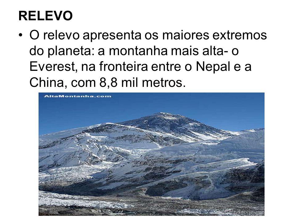 RELEVO O relevo apresenta os maiores extremos do planeta: a montanha mais alta- o Everest, na fronteira entre o Nepal e a China, com 8,8 mil metros.