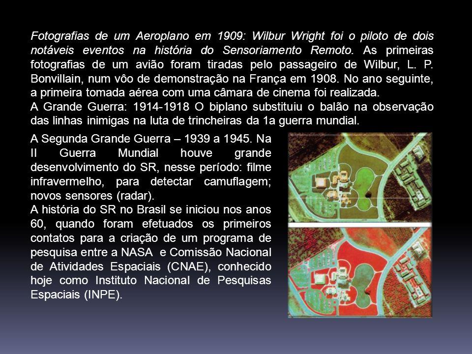Fotografias de um Aeroplano em 1909: Wilbur Wright foi o piloto de dois notáveis eventos na história do Sensoriamento Remoto. As primeiras fotografias de um avião foram tiradas pelo passageiro de Wilbur, L. P. Bonvillain, num vôo de demonstração na França em 1908. No ano seguinte, a primeira tomada aérea com uma câmara de cinema foi realizada.