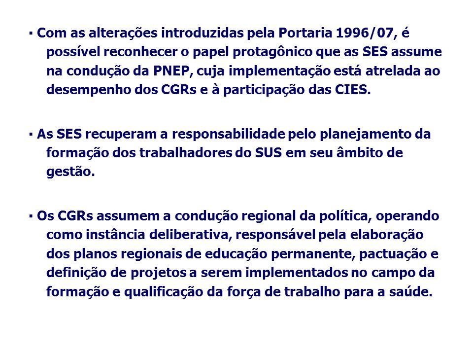 ▪ Com as alterações introduzidas pela Portaria 1996/07, é possível reconhecer o papel protagônico que as SES assume na condução da PNEP, cuja implementação está atrelada ao desempenho dos CGRs e à participação das CIES.