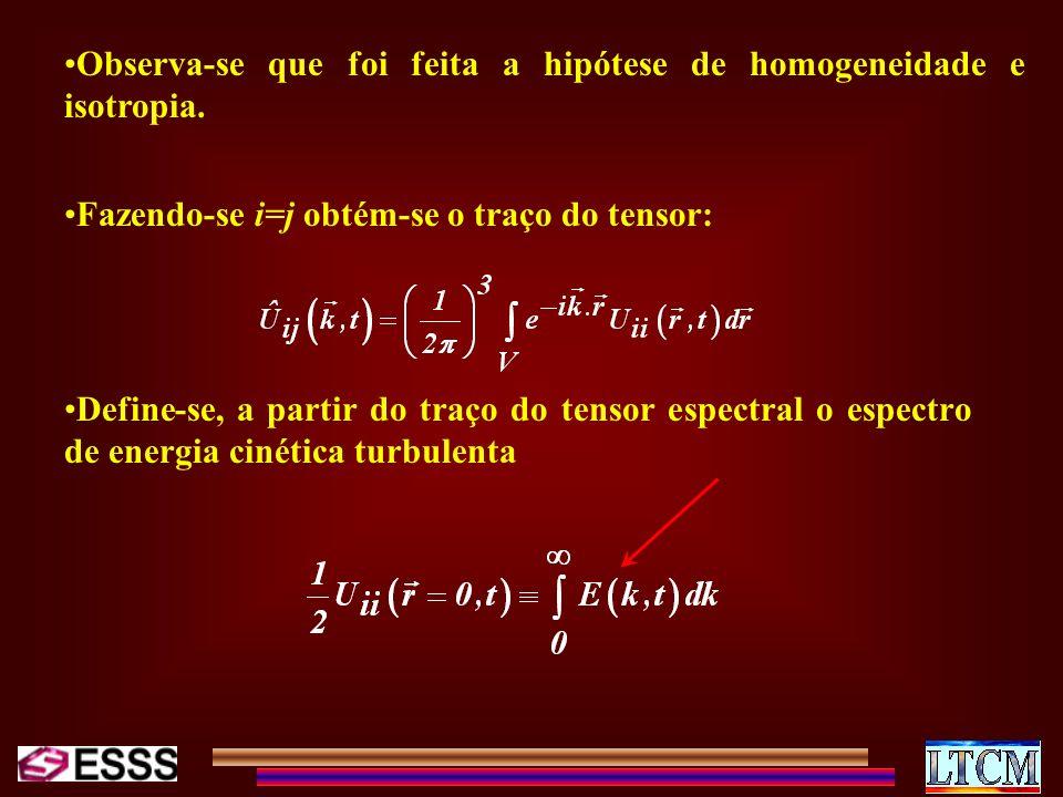 Observa-se que foi feita a hipótese de homogeneidade e isotropia.