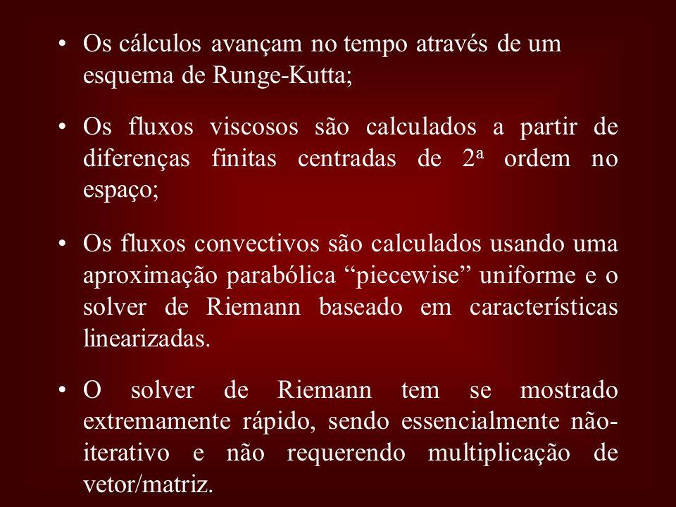 Os cálculos avançam no tempo através de um esquema de Runge-Kutta;