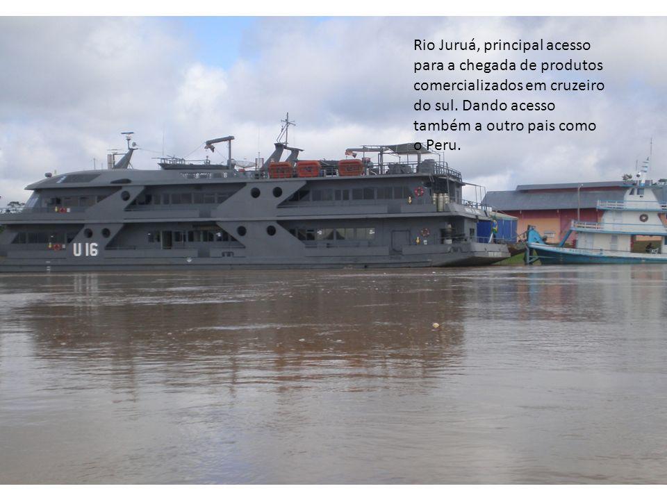 Rio Juruá, principal acesso para a chegada de produtos comercializados em cruzeiro do sul.