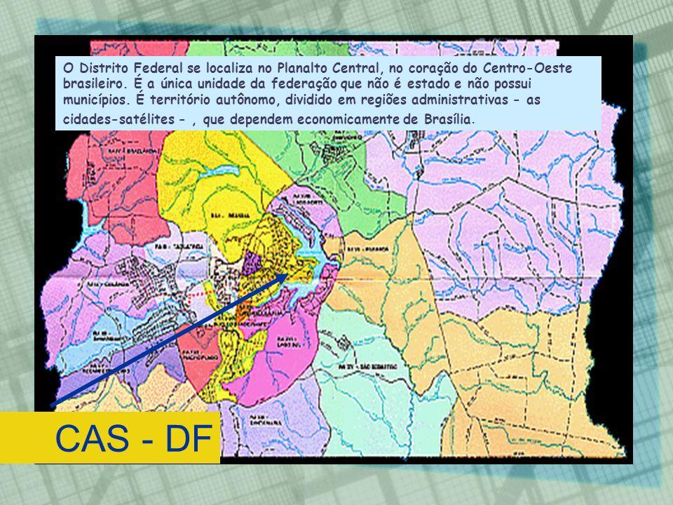 O Distrito Federal se localiza no Planalto Central, no coração do Centro-Oeste brasileiro. É a única unidade da federação que não é estado e não possui municípios. É território autônomo, dividido em regiões administrativas - as cidades-satélites - , que dependem economicamente de Brasília.