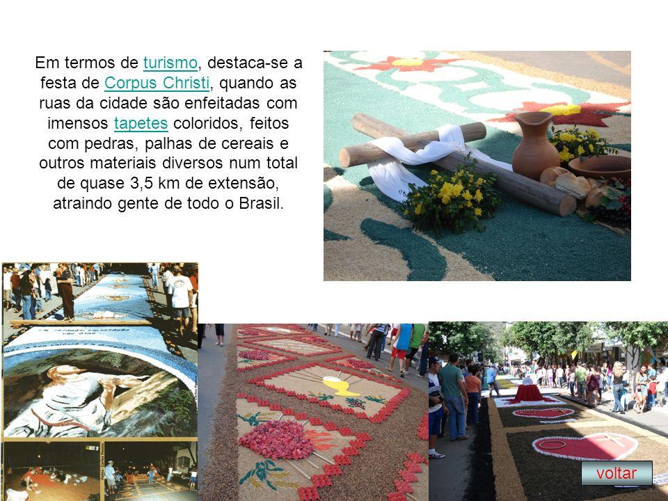 Em termos de turismo, destaca-se a festa de Corpus Christi, quando as ruas da cidade são enfeitadas com imensos tapetes coloridos, feitos com pedras, palhas de cereais e outros materiais diversos num total de quase 3,5 km de extensão, atraindo gente de todo o Brasil.