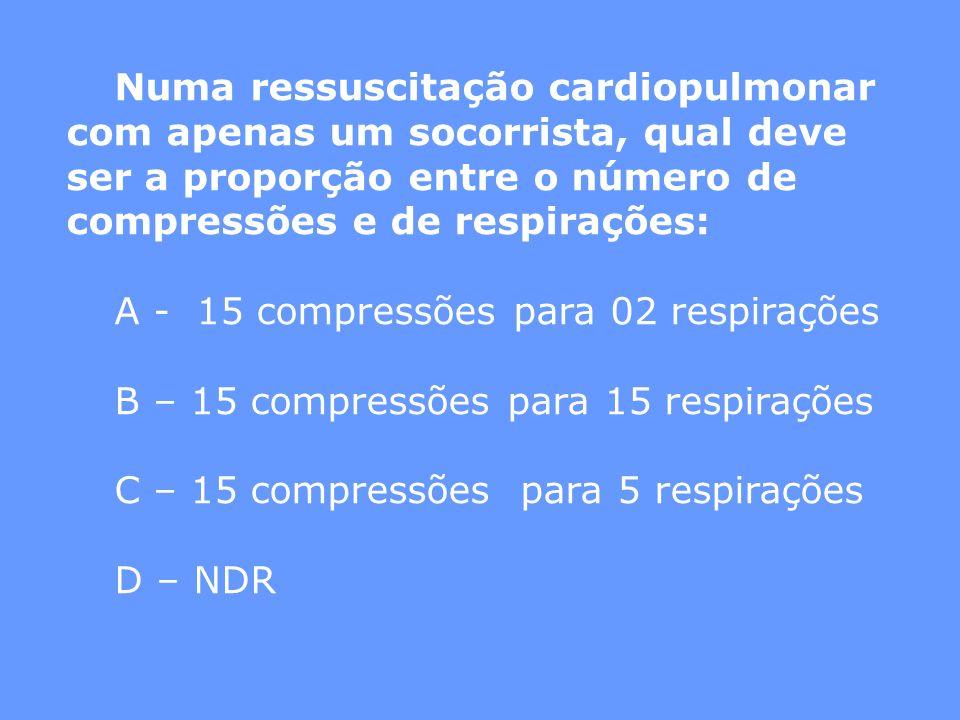 Numa ressuscitação cardiopulmonar com apenas um socorrista, qual deve ser a proporção entre o número de compressões e de respirações: