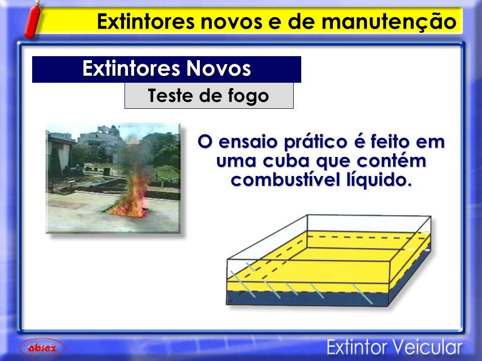 O ensaio prático é feito em uma cuba que contém combustível líquido.