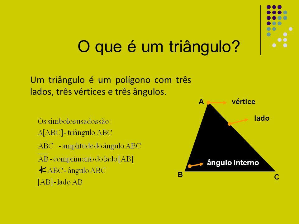 O que é um triângulo Um triângulo é um polígono com três lados, três vértices e três ângulos. ângulo interno.